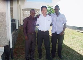 タンザニアの現地スタッフと