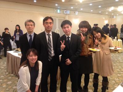 研究会後の懇親会にて:中央が今回の発表した川治先生。